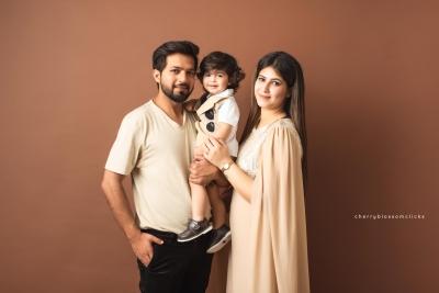DIYAN & FAMILY